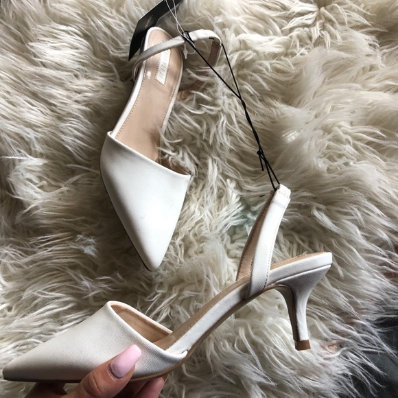 Forever 21 Shoes - Forever 21 new pointed white class pumps